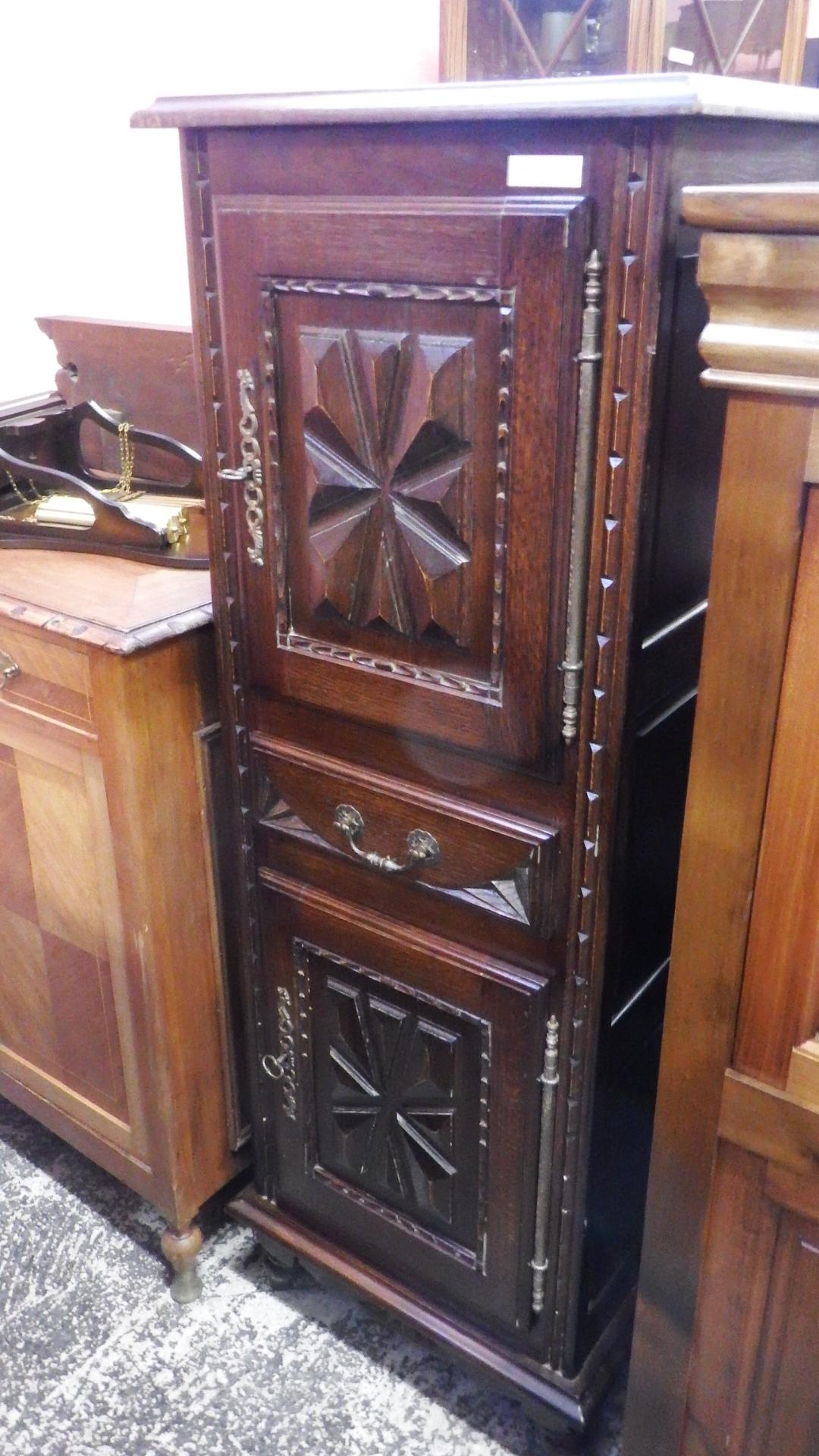 Antiguo armario de una puerta de madera de roble la - Armarios de una puerta ...
